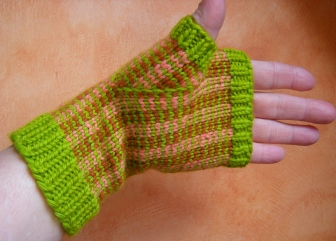 jenjoycedesign©stranded-color-pinstriped-mitts1