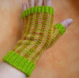 jenjoycedesign©stranded-color-pinstriped-mitts2
