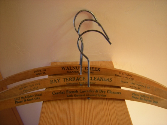 jenjoycedesign©cleaner-ad-hangers