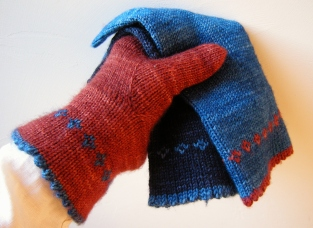 Pretty Little Things ~ Gloves https://jenjoycedesign.wordpress.com/category/gloves-mittens/pretty-little-things-gloves/