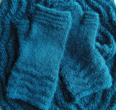 jenjoycedesign©Ridges Mitts & Cowl(3)