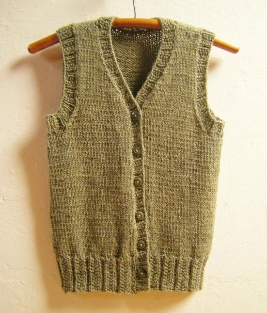 jenjoycedesign-calidez-vest-with-high-v-neck