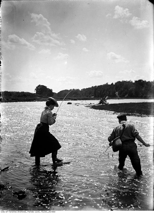 1902-July-Man-and-woman-fishing-in-the-Credit-River