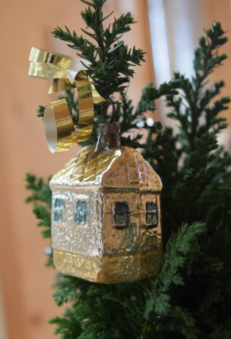 jenjoycedesign© tiny house ornament 2