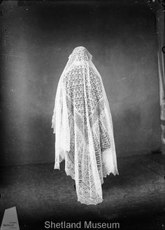 4cf08778af459cac6bae76c9f3ebbc09--lace-wedding-veils-lace-veils
