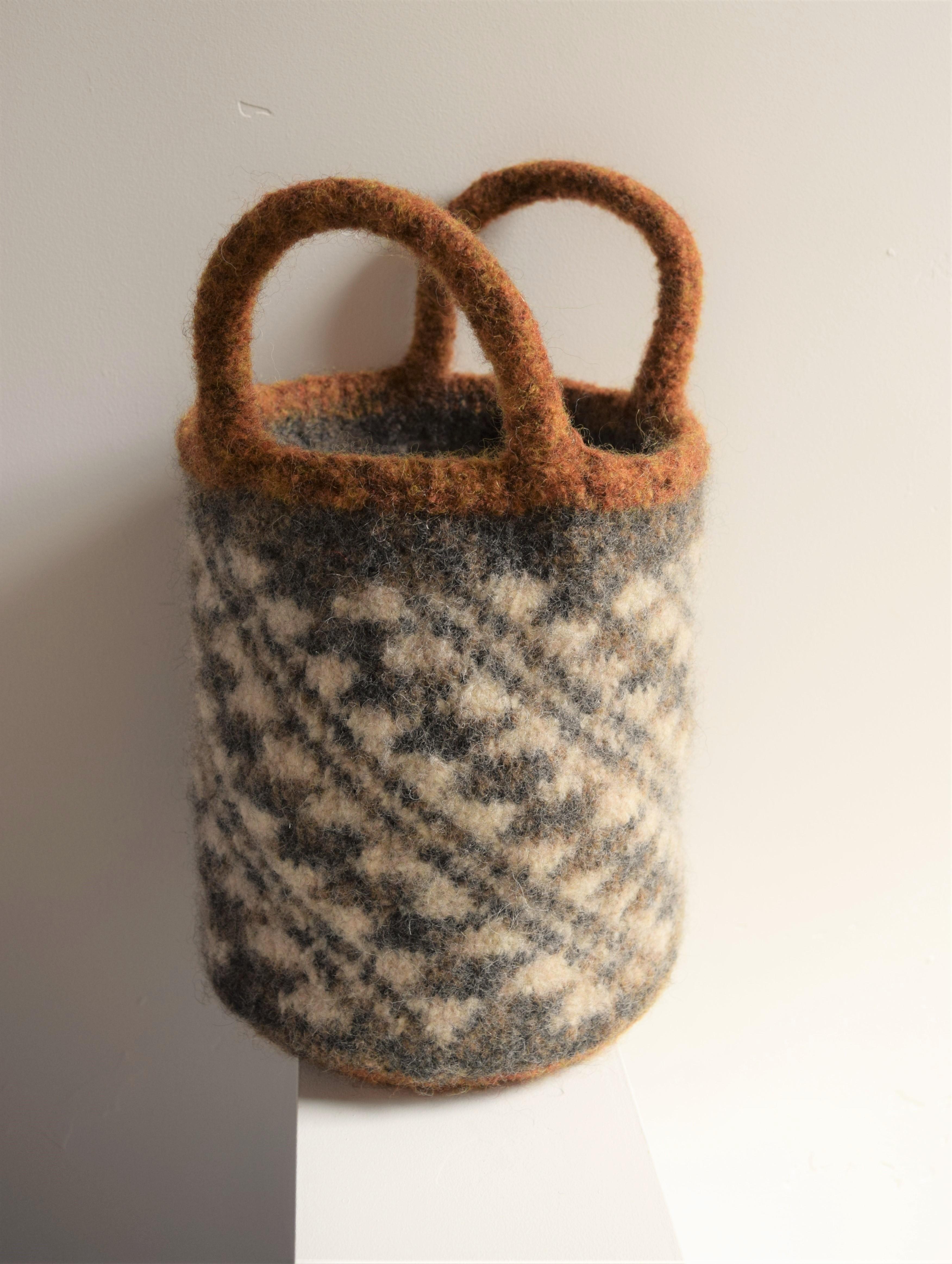 jenjoycedesign© felted basket bag with short handles
