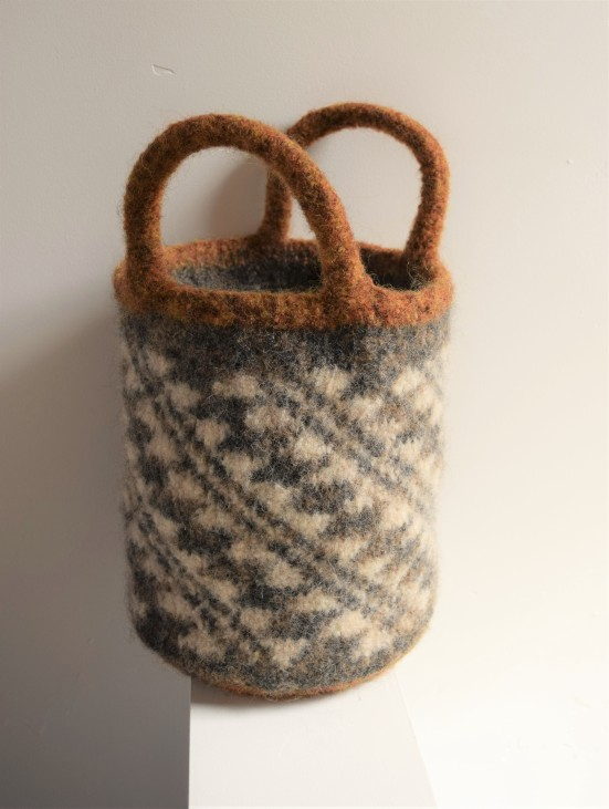 jenjoycedesign© felted basket bag with short handles